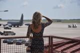 Czy można wyhamować samolot oklaskami? Sprawdź, czy wiesz jak zachować się w samolocie [QUIZ]