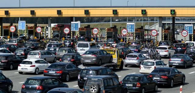Na kolejnych planszach:  polskie autostrady ułożone w kolejności od najtańszej do najdroższej. Na zdjęciu: korek do bramek na A1 pod Gdańskiem.Zobacz kolejne zdjęcia. Przesuwaj zdjęcia w prawo - naciśnij strzałkę lub przycisk NASTĘPNE