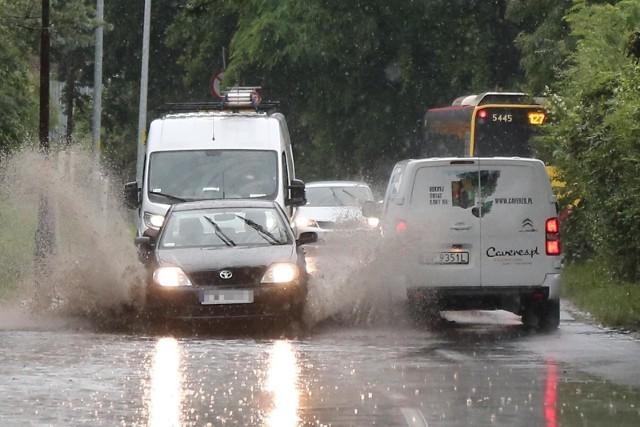 IMGW wydało ostrzeżenie meteorologiczne. Silne deszcze i burze mogą spowodować podtopienia