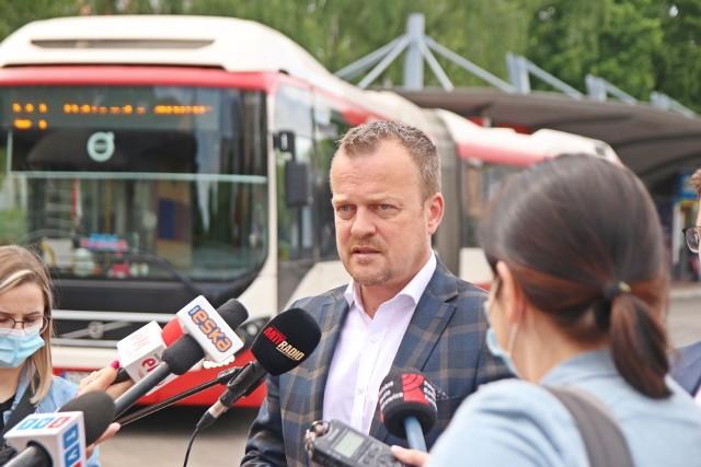 W Sosnowcu ruszy pilotażowy program nocnego autobusu, który będzie dostępny na zamówienie. W okresie pilotażowy z usługi będziemy mogli skorzystać za darmo. Zobacz kolejne zdjęcia. Przesuń zdjęcia w prawo - wciśnij strzałkę lub przycisk NASTĘPNE