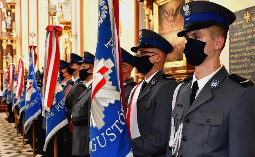 Wojewódzkie Obchody Święta Policji w Białymstoku. Awansowało 911 funkcjonariuszy. Niektórzy dostali nagrody (zdjęcia)