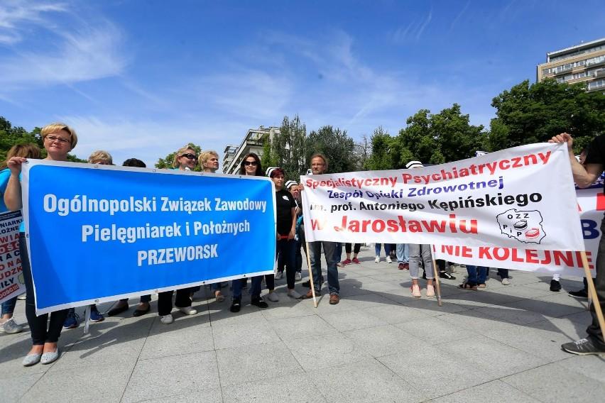 """Manifestacja medyków pod Sejmem. """"Test wiarygodności polityków"""""""