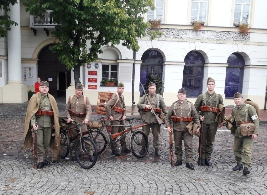 W rajdzie wzięli udział m. in. członkowie Stowarzyszenia Historycznego im. 10 PP w Łowiczu