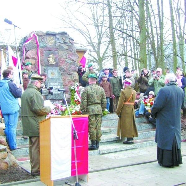 Nowy pomnik Józefa Piłsudskiego jest wierną kopią tego z okresu międzywojennego