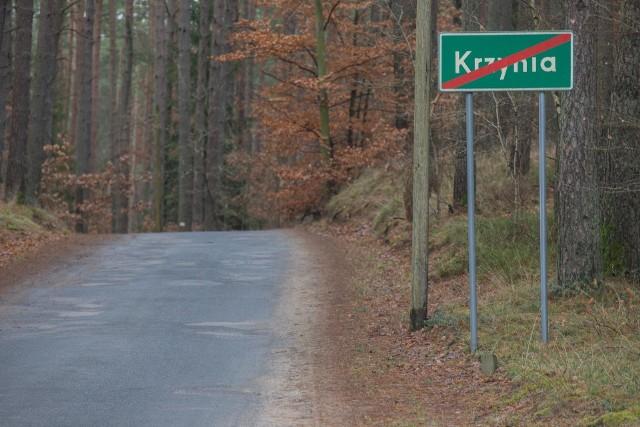 - Przedszkole w Dębnicy Kaszubskiej wysyła dzieci do domu autobusem z opiekunem, który powinien dopilnować, aby dzieci wysiadły we właściwym miejscu zamieszkania - wyjaśnia pani Katarzyna, mama Leny. - Moja Lenka powinna wysiąść w Krzyni.