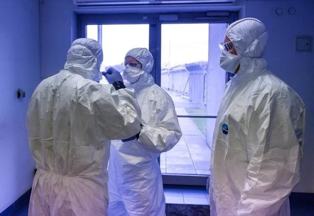 Grono zakażonych koronawirusem w Podlaskiem nieustannie się powiększa. We wtorek najwięcej przypadków wykryto w powiecie białostockim i grajewskim.