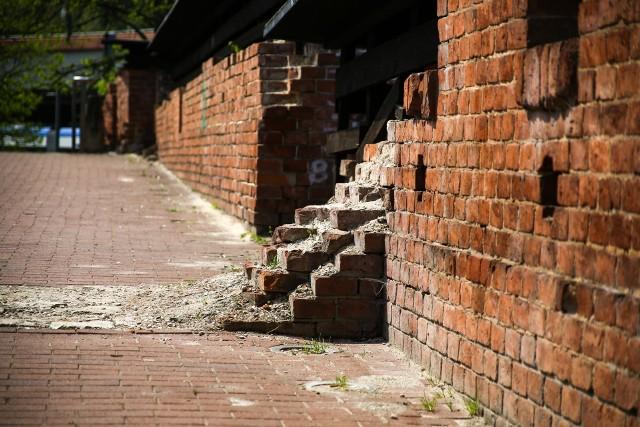 Relikty bastionu Lubicz miały być pamiątką po forcie, a tymczasem niszczeją