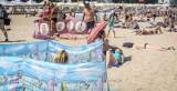 Mężczyźni w Polsce masowo jadą na urlop, kobiety częściej zostają w domu