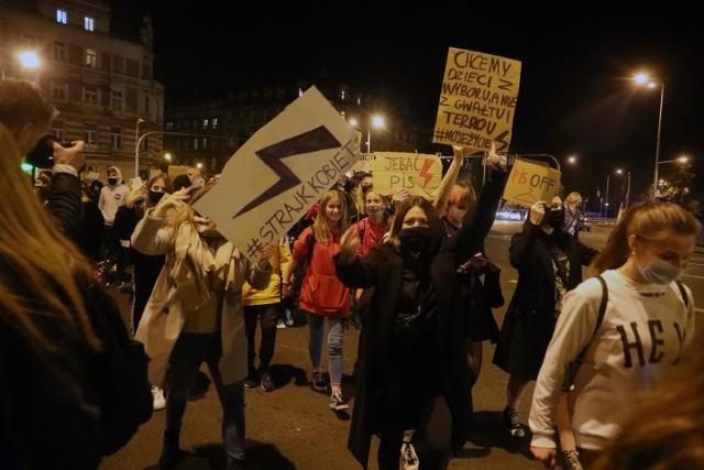 Wyrok TK ws. aborcji. Politycy o marszach w obronie praw kobiet. Padają mocne słowa