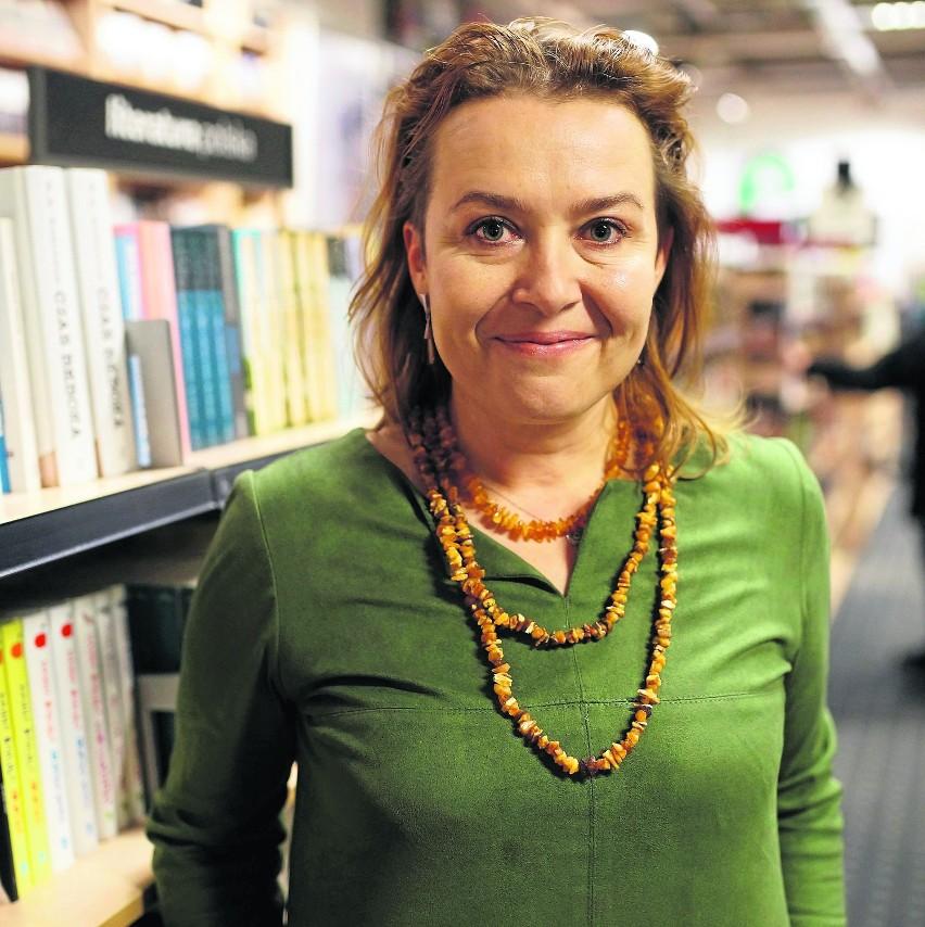 Elżbieta Cherezińska (ur. 1972) - debiutowała w 2005 roku...