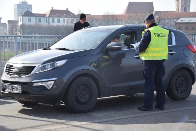 Do tego czasu osoby przekraczające granice mają obowiązek przedstawienia wyniku testu na COVID-19 na granicy