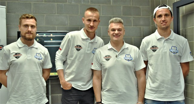 To oni będą odpowiadać za realizację projektu hokeja akademickiego w Oświęcimiu, od lewej: Albert Tumulik (przygotowanie fizyczne),  Adam Żogała, Sławomir Wieloch (ambasador projektu), Wojciech Stachura