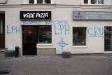 Po ataku wandali na Vege Pizzę kibice Lecha Poznań obiecali pomoc. Wyczyszczą zdewastowaną elewację?
