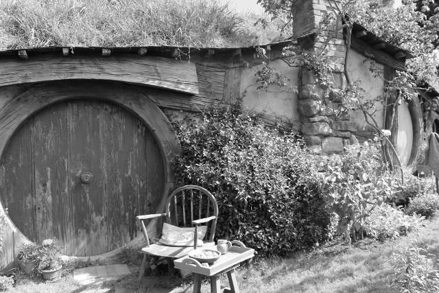 """Sir Ian Holm nie żyje. Brytyjski aktor teatralny i filmowy znany m.in. z roli Bilbo Bagginsa we """"Władcy Pierścieni"""" miał 88 lat."""