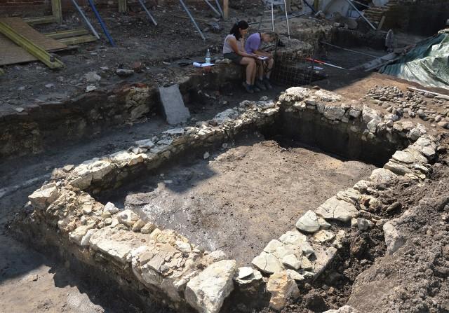 Archeolodzy odkryli m. in. fragmenty dawnej zabudowy.
