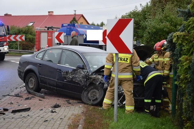 Dzisiaj (18.09.2021) po godz. 11 w Wołczy Małej na łuku drogi krajowej nr 20 doszło do zderzenia ciężarowego volvo z osobowym passatem. Nikt poważnie nie ucierpiał.  Policja wyjaśnia okoliczności zdarzenia. Dodajmy, że w tym miejscu rocznie dochodzi o kilkudziesięciu wypadków i kolizji.