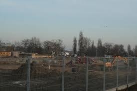 Budowa fabryki przy ulicy Kolejowej została na czas zimy przerwana.