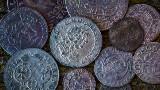 Czy przeciętny Kowalski może być kolekcjonerem monet sprzed 500 lat? Zobacz, ile kosztują szelągi, trojaki, orty [PRZYKŁADY]