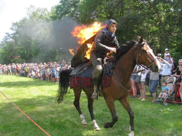 Punktem kulminacyjnym był przejazd płonącego jeźdźca na koniu