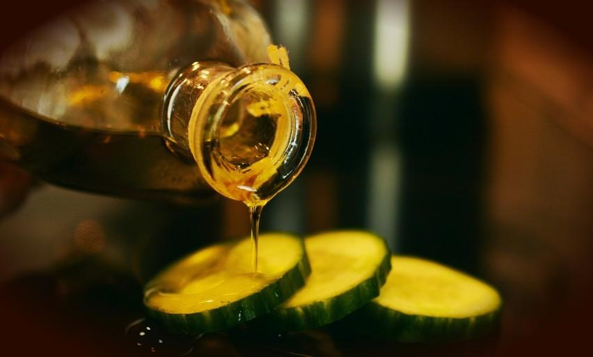 Olej tłoczony na zimno z nasion konopi jest tak bogaty w...