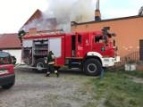 Pożar w Helu 24.04.2020. Zapaliła się zabytkowa Kaszubska Checz. W akcji brali udział również saperzy [zdjęcia, wideo]