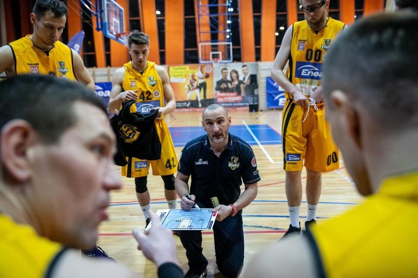 Trener Żubrów Krzysztof Kalinowski może być zadowolony ze swojej drużyny