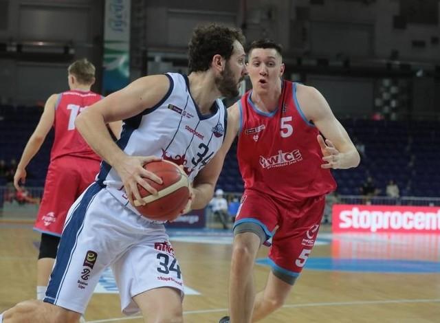 Ben McCauley (z piłką) wrócił na polskie parkiety po kilku latach przerwy.