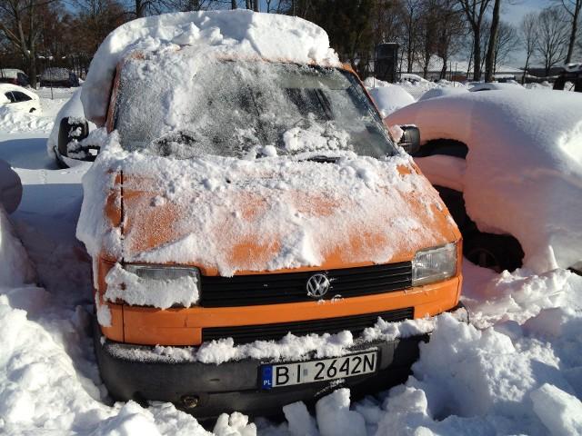 Volkswagen Transporter 1.9 TD, samochód ciężarowy, rok prod.1997. Karta pojazdu i dowód rejestracyjny w komplecie. Brak badań technicznych i kluczykówWartość szacunkowa: 2 000 złCena wywołania w I licytacji: 1750 zł