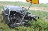 Wypadek w Staniewie: Kierowca wypadł z drogi i uderzył w drzewo [ZDJĘCIA]