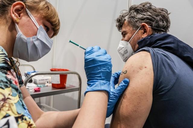 Trzecia dawka szczepionki dla osób, które nie chorowały na SARS-CoV-2, będzie potrzebna