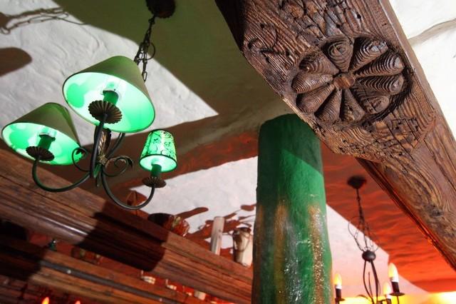 Zabytkowy strop renesansowy w kamienicy przy ul. Długiej 9 w Bydgoszczy zdobi pub