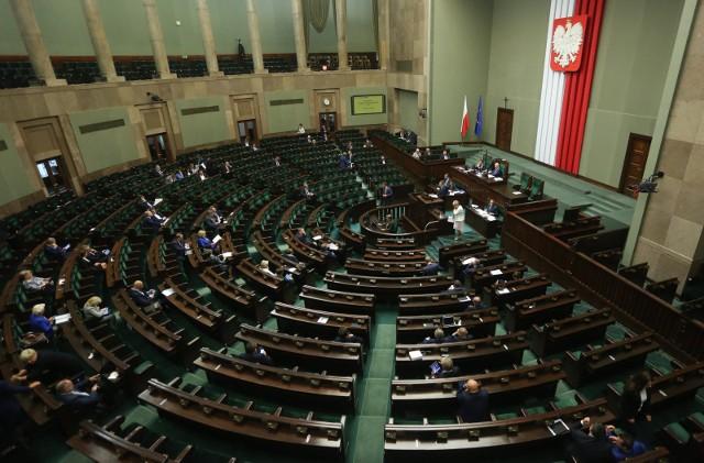 W najnowszym sondażu największym poparciem cieszy się Zjednoczona Prawica, a dalej Polska 2050 i Koalicja Obywatelska