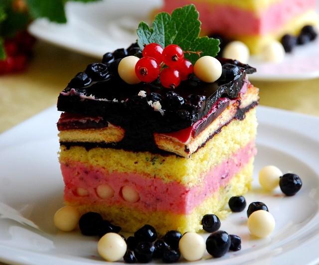 """Ciasto z kremem porzeczkowym i borówkową galaretką """"Leśny romans"""". Zobaczcie przepis naszej Czytelniczki."""