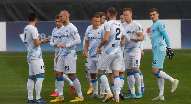 Za Stalą Rzeszów nieudany sezon w eWinner 2 lidze. Latem można się spodziewać wielu zmian kadrowych, bo sporej grupie piłkarzy kończą się kontrakty, a innymi interesują się kluby wyższych lig.LISTA NA KOLEJNYCH SLAJDACH
