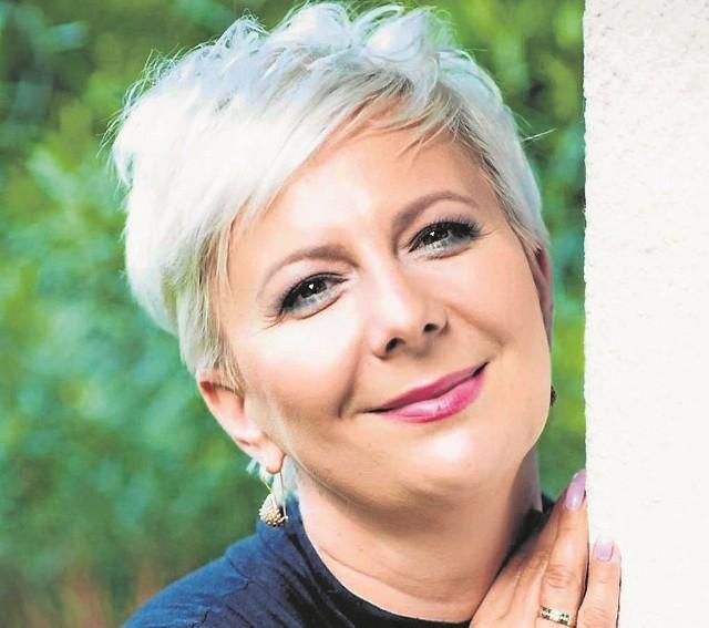 Pracuję dużo, ale potem przez kilka dni  gotuję, piekę, przesadzam kwiaty - mówi Anna Urbańska.