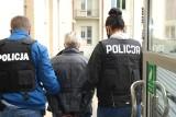 Rzeszowscy policjanci zatrzymali 5 osób, które miały wyłudzić ponad milion złotych z funduszy unijnych
