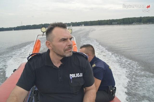 Policjanci czuwają nad bezpieczeństwem wypoczywających na terenie kąpielisk