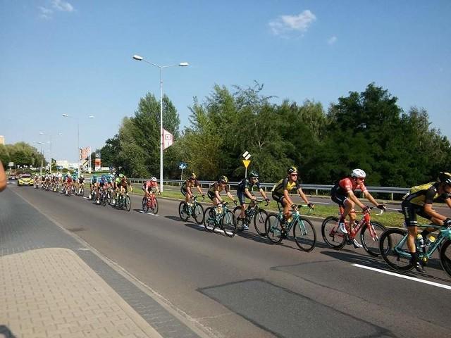 Tour de Pologne 2017 w Jastrzębiu. Kolarze mkną przed siebie