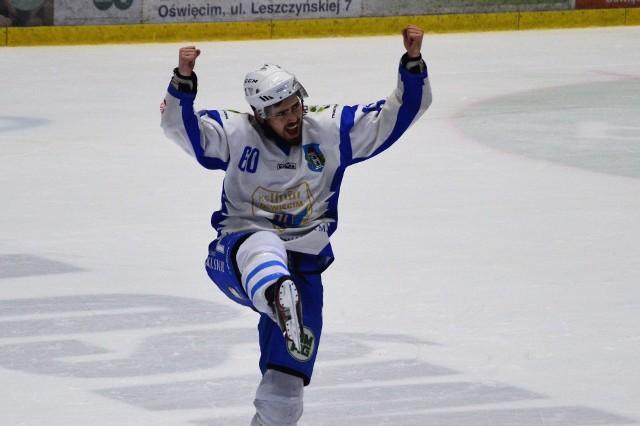 Zanim oświęcimscy fani hokeja mogli przeżyć trzy godziny emocji ze swoimi ulubieńcami, obejrzeli na lodzie pokaz multimedialny.