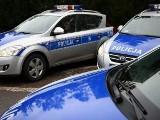Więzień w kajdankach uciekł policjantom z konwoju