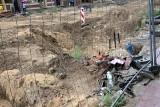 """""""Tracimy cierpliwość!"""" - alarmują przedsiębiorcy z ul. Toruńskiej w Grudziądzu. Jej remont stanął, plac budowy zarasta zielskiem!"""