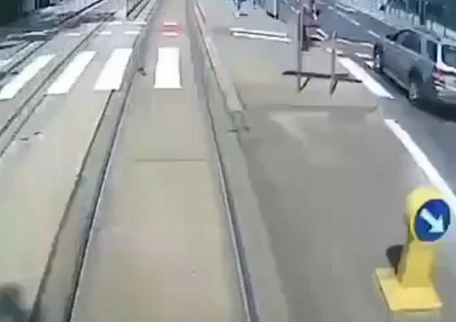 Wypadek na Borowskiej. Kobieta wpadła pod tramwaj