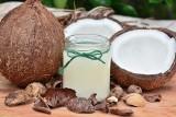 Olej kokosowy - naturalny kosmetyk i produkt w kuchni. Jakie ma zastosowanie i właściwości. Jaka jest cena oleju kokosowego i gdzie go kupić