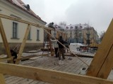 Rynek Kościuszki. Stowarzyszenie Droga buduje żywą szopkę (zdjęcia)