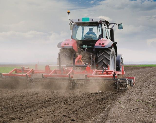 Ciągnikiem ze stuingowanym silnikiem można wykonać pracę szybciej i zużywając mniej paliwa