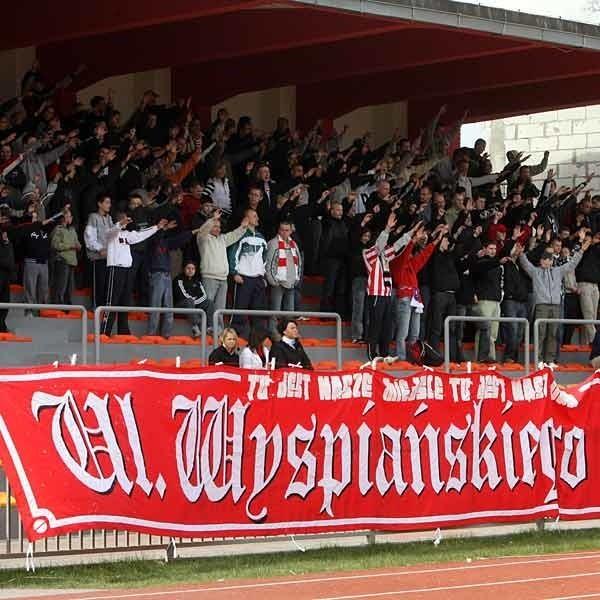 W sobotę na inauguracje trzeciej ligi kibice Resovii będą zagrzewać swych pupili w meczu z Hetmanem Zamość.