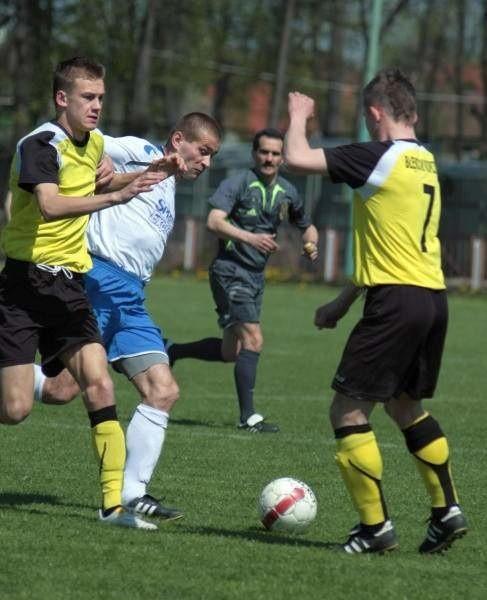 Błękitni (żółte koszulki) wygrali drugi mecz z rzędu.