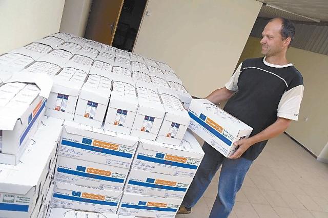 Przeznaczone dla mieszkańców Kędzierzyna-Koźla produkty zalegają w magazynach. (fot. Tomasz Kapica)