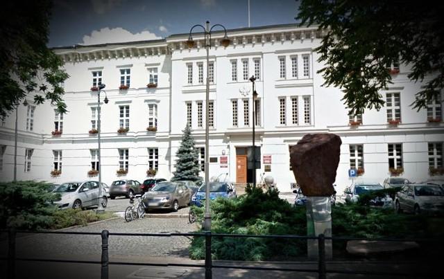 Zmiany w Kujawsko-Pomorskim Urzędzie Wojewódzkim. Pracownicy muszą się codziennie rozliczać z wykonywanych obowiązków
