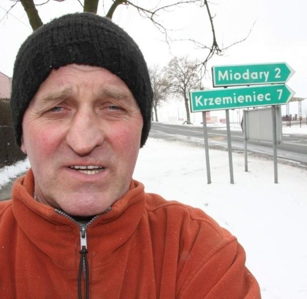 Zdzisław Sitek, sołtys Bietrzykowic: - Kanalizacja potrzebna jest również w sąsiednich Miodarach.